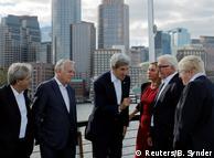 US-Außenminister Kerry (Mitte) mit seinen Amtskollegen aus vier europäischen Staaten und der EU-Außenbeauftragten Mogherini in Boston