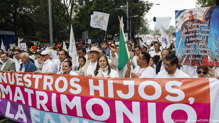 Mexiko Demonstration gegen Homoehe (picture-alliance/ZUMA Press)