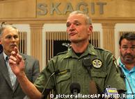 Sheriff Mike Hawley berichtet über die Festnahme nach dem Amoklauf von Burlington
