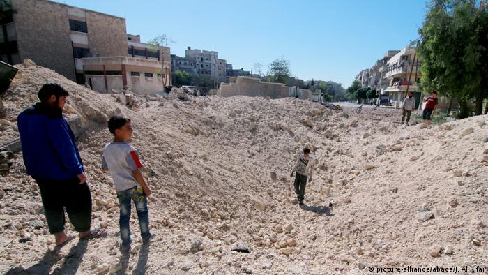 Syrien Bürgerkrieg Zerstörung in Aleppo (picture-alliance/abaca/J. Al Rifai)