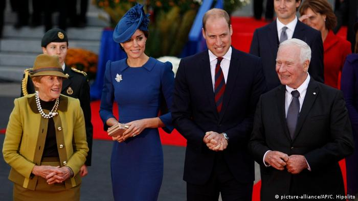 Prinz William und Herzogin Kate in Victoria British Columbia (picture-alliance/AP/C. Hipolito)