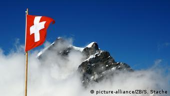 Schweiz Berner Alpen Volksabstimmung Symbolbild