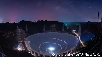 China weltgrößtes Radioteleskop (picture-alliance/AP Photo/L. Xu)