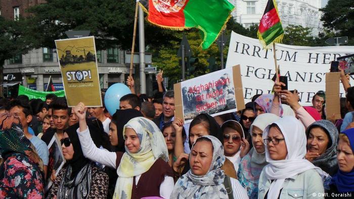 Deutschland Protest gegen Abkommen zur Flüchtlingspolitik in Hamburg (DW/I. Qoraishi)