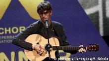 Der diesjährigen Anchor-Award Preisträger Albin Lee Mehldau singt am 24.09.2016 in Hamburg auf der Preisverleihungsveranstaltung. Mit diesem Festakt endet das diesjährige Reeperbahn Musikfestival. Foto: Markus Scholz/dpa +++(c) dpa - Bildfunk+++