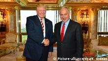 epa05556041 A handout photo provided by the Israeli Government Press Office (GPO) of US Republican presidential candidate Donald Trump (L) shaking hands with Israeli Prime Minister Benjamin Netanyahu at Trump Tower in New York, New York, USA on 25 September 2016. EPA/KOBI GIDEON/GPO/ HANDOUT HANDOUT EDITORIAL USE ONLY/NO SALES +++(c) dpa - Bildfunk+++