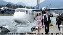 25.09.2016+++ Britain's Kate, the Duchess of Cambridge, left, and Prince William arrive in Vancouver for planned events on Sunday, Sept. 25, 2016. +++ (C) picture-alliance/AP Photo/The Canadian Press/J. Hayward