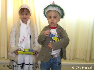 دو کودک سرطانی بستری در موسسه محک