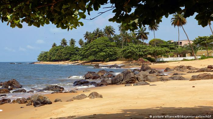 A beach in Kibri, Cameroon (picture alliance/Bildagentur-online/AGF)