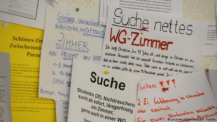 notes on bulletin board (picture-alliance/dpa/F. Kästle)