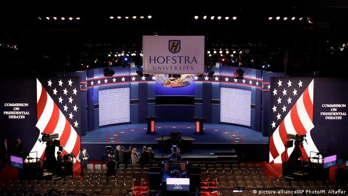 USA Wahlkampf TV Debatte Trump Clinton (picture-alliance/AP Photo/M. Altaffer)
