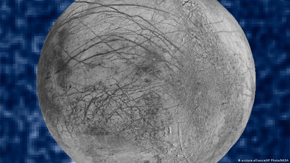 科學家們認為,木衛二上可能存在液態水,可能存在生命