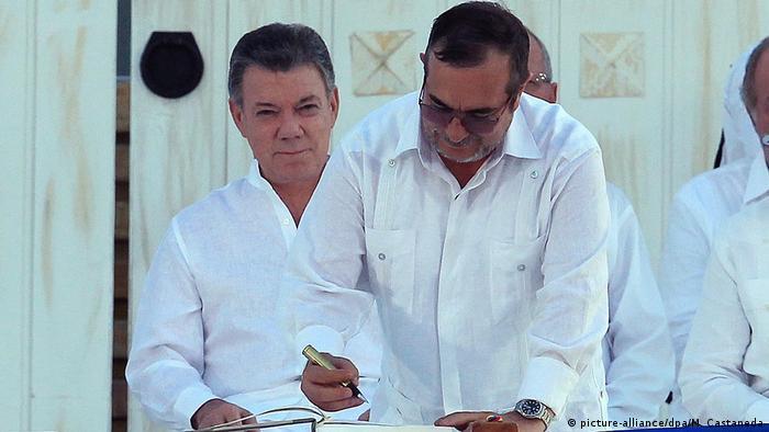 Kolumbien Unterzeichnung des Friedensvertrags (picture-alliance/dpa/M. Castaneda)