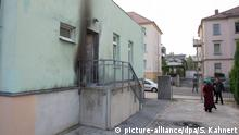 Der rußgeschwärzte Eingang der Fatih Camii Moschee in Dresden
