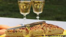 Zwiebelkuchen und Federweißer (Imago/Chromorange)