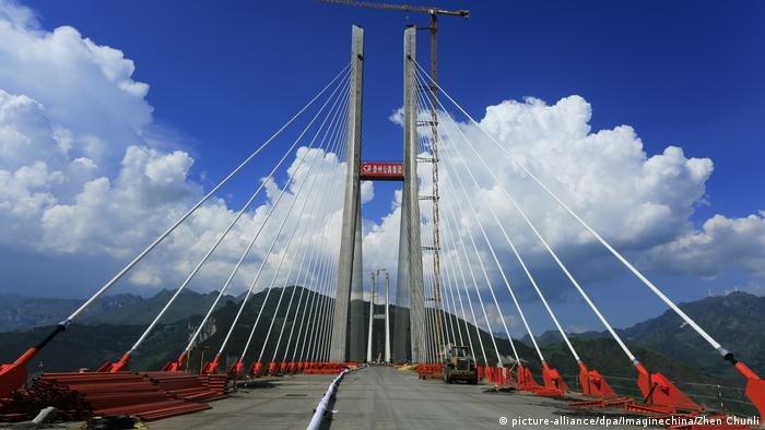 China Beipanjiang Bridge in der Provinz Guizhou (picture-alliance/dpa/Imaginechina/Zhen Chunli)