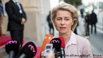 Slowakei Treffen EU Verteidigungsminster in Bratislava Ursula von der Leyen (picture-alliance/dpa/C. Bruna)