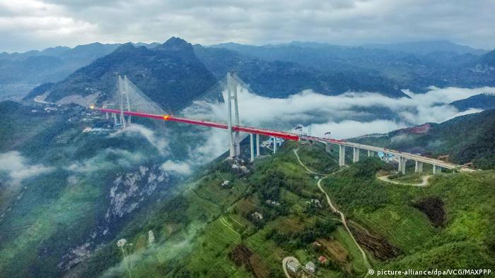 China Beipanjiang Bridge in der Provinz Guizhou (picture-alliance/dpa/VCG/MAXPPP)