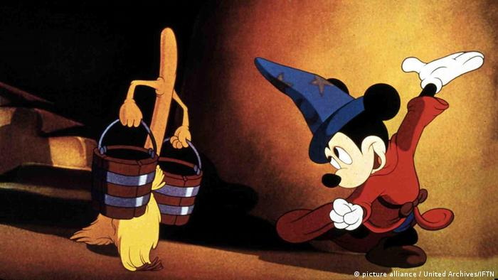 Mickey Mouse in Fantasia (picture alliance / United Archives/IFTN)