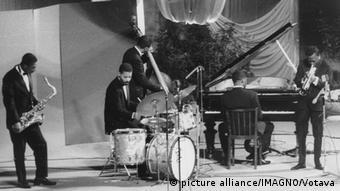 Miles Davis mit Band (picture alliance/IMAGNO/Votava)