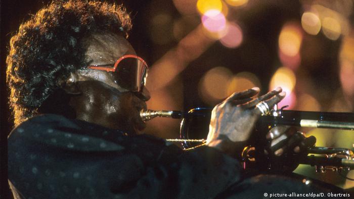Deutschland Miles Davis beim Jazz-Gipfel in Stuttgart (picture-alliance/dpa/D. Obertreis )