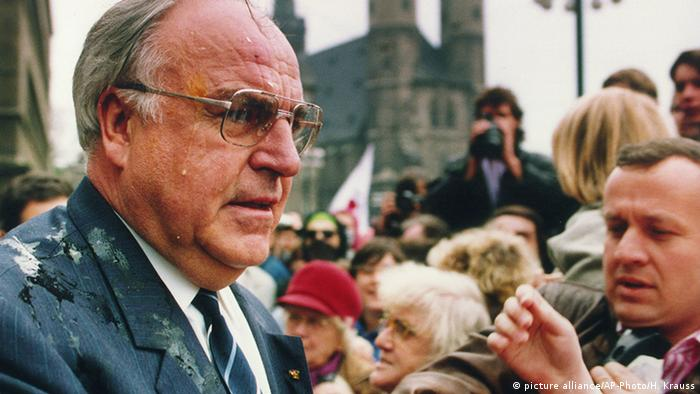 Ex-Chancellor Helmut Kohl hit by eggs in in the industrial region of Halle in former East Germany where many people were unemployed (picture alliance/AP-Photo/H. Krauss)