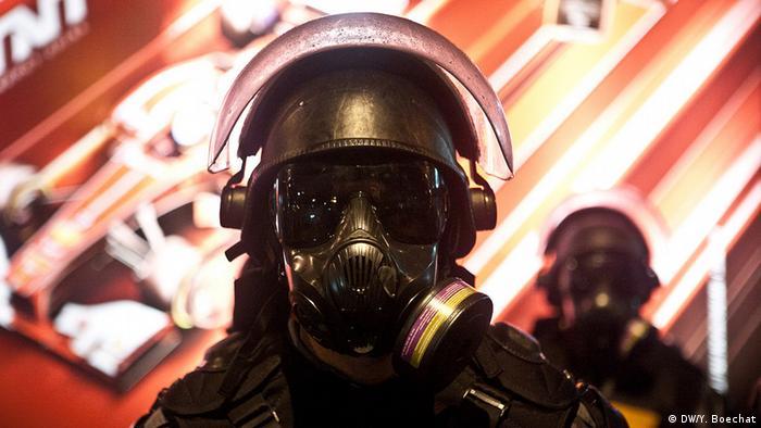 Desde a eclosão dos protestos populares no Brasil, em 2013, as policiais militares passaram a importar equipamentos e uniformes para que seus soldados pudessem controlar as manifestações de forma mais eficaz.