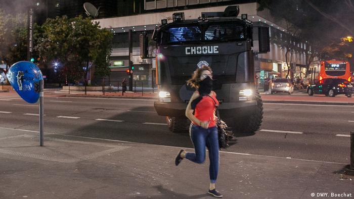 Desde 2013, as forças de segurança brasileiras passaram a investir milhões de dólares na compra de equipamentos para controle de distúrbios urbanos. O governo de São Paulo, por exemplo, comprou blindados de fabricação israelense para serem usados exclusivamente em manifestações e protestos.