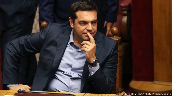 Alexis Tsipras bei der heutigen Parlamentwahl in Griechenland (picture alliance/AP Photo/P. Giannakouris)