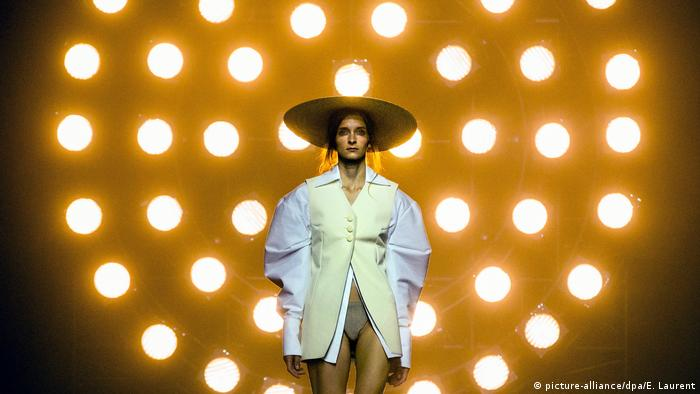 Prêt-à-porter Jacquemus - Runway - Paris Fashion Week Ready to Wear (picture-alliance/dpa/E. Laurent)