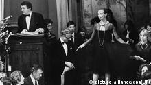 London Versteigerung eines Chanel-Kleides bei Christie´s