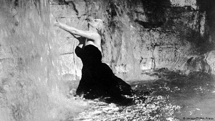 ANITA EKBERG in Trevi fountain Film La Dolce Vita (1960) (Imago/ZUMA Press)