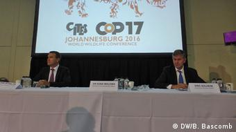 CITES Secretary General John Scanlon, South Africa Environment Minister Edna Molewa, and UN Environment Program Executive Director Eric Solheim hold a press conference at the conference in Johannesburg, South Africa (Photo: DW/B. Bascomb)