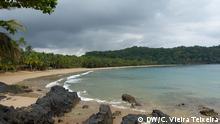 13.06.2016 Blick auf Bom Bom Strand, ein privater Strand von Resort Bom Bom Príncipe auf Príncipe Insel in São Tomé und Príncipe, Afrika. Das Hotel wird von HBD Gruppe (Grupo HBD) geleitet. Gruppe HBD gehört zum südafrikanischen Millionär Mark Shuttleworth. Die Investitionen von HBD in Príncipe werden als nachhaltiger Tourismus ohne Druck für die Umwelt darstellt (Príncipe Insel, São Tomé und Príncipe) Copyright: DW/C. Vieira Teixeira