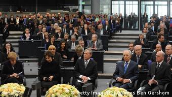 Το 2010 ο Σιμόν Πέρες ήταν ο πρώτος πρόεδρος του Ισραήλ που μίλησε στη γερμανική Βουλή στην επέτειο της 27ης Ιανουαρίου