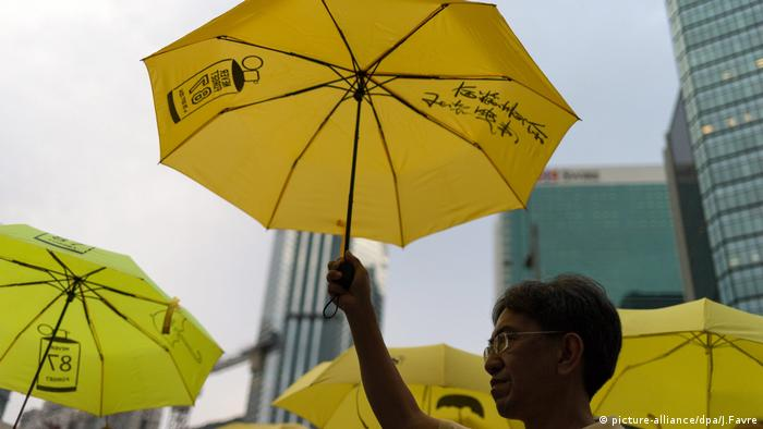 Hongkong China Regenschirme Umbrella Revolution (picture-alliance/dpa/J.Favre)