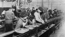 Arbeit im Wandel Fließband-Fertigung bei Ford 1913