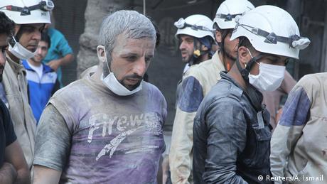 Syrien Weißhelme in Aleppo (Reuters/A. Ismail)