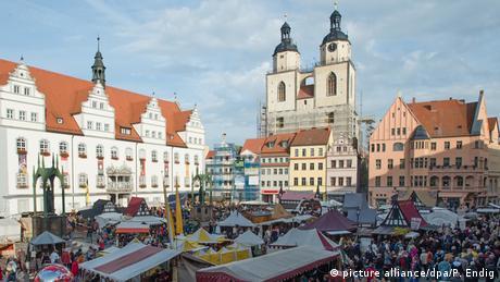 Η κεντρική πλατεία της αγοράς παραμένει μέχρι σήμερα η καρδιά της πόλης. Εδώ, στον ναό της Παρθένου Μαρίας, τελέστηκε για πρώτη φορά λειτουργία στα γερμανικά.