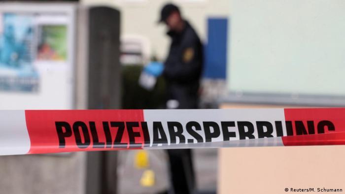 Deutschland Polizei untersucht Tatort nach Anschlag auf Moschee