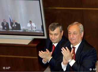 Лидеры Южной Осетии (слева) и Абхазии