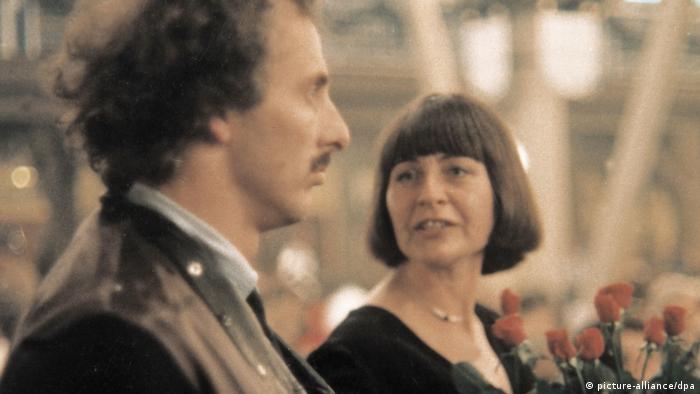 Filmstill aus Bierkampf mit Mann und Frau in Festzelt (picture-alliance/dpa)