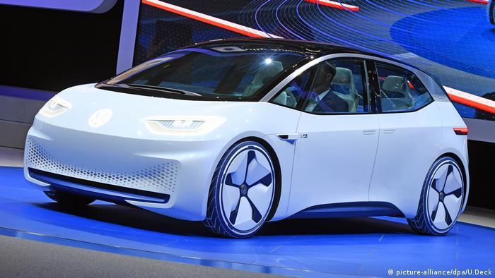 Autosalon Paris - Erster Pressetag VW Elektroauto ein Konzeptauto mit rein elektrischem Antrieb (picture-alliance/dpa/U.Deck)