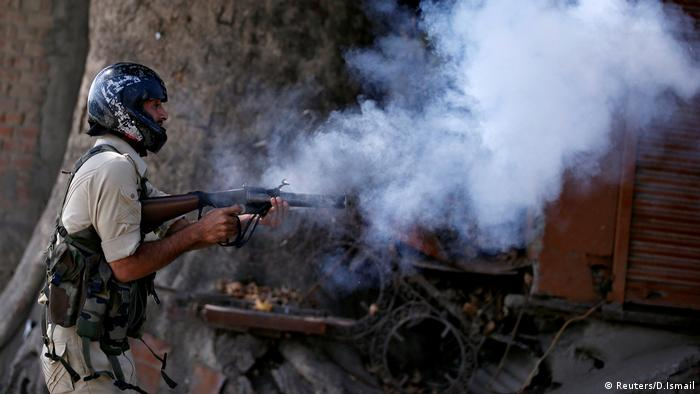 Indien Kashmir Konflikt Eskalation Polizei (Reuters/D.Ismail)