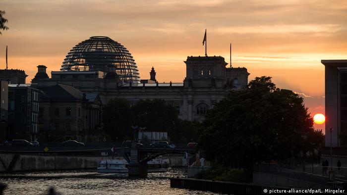 BdT Deutschland Reichstag im Sonnenuntergang