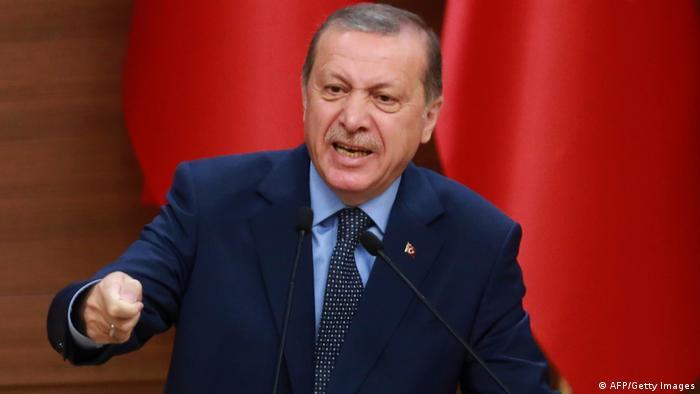 Türkei Erdogan bringt Ausweitung des Ausnahmezustands auf ein Jahr ins Spiel (AFP/Getty Images)
