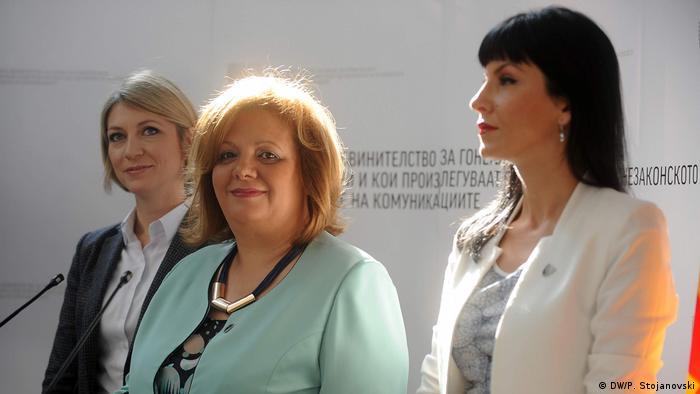 Mazedonien Sonderstaatsanwältin Ristoska, Janeva und Fetai in Skopje (DW/P. Stojanovski)
