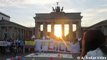 Colombianos, sus amigos y familias celebraron el Acuerdo de Paz en la simbólica Puerta de Brandeburgo el 26 de septiembre de 2016.