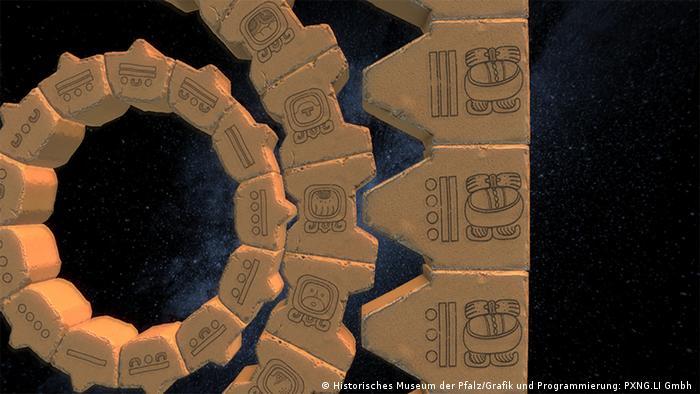 MAYA-Kalender aus Steinen ist mit Symbolen versehen.