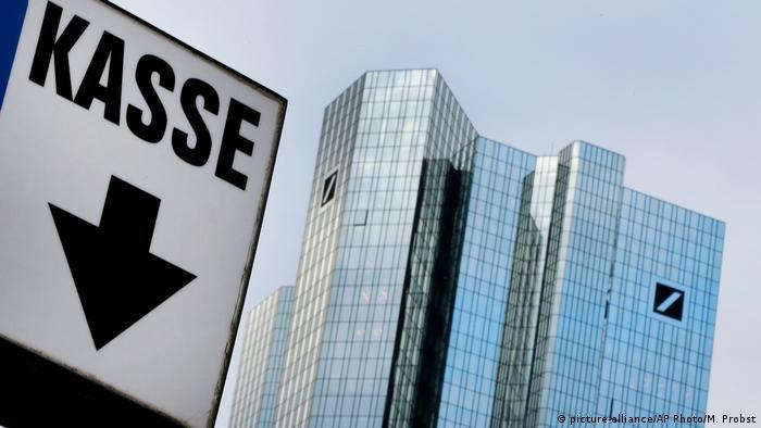 Deutsche Bank Aktie erstmals unter 10 Euro (picture-alliance/AP Photo/M. Probst)